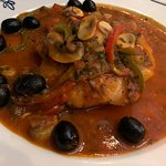 CHICKEN IN WHITE WINE& TOMATO SAUCE WITH GARLIC OLIVES AND PEPPERS