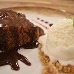 TORTA MOCCA CON HELADO, Imperdible postre con el toque de nuestra salsa de Chocolate