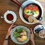 Чиабатта с лососем и яичница шакшука