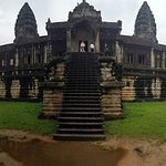 exiting angkor wat. again, note the crowds!