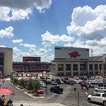 Donald W. Reynolds Razorback Stadium resmi