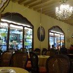 Mangini Bar Pasticceria - Mesas en el interior
