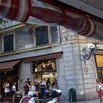 Mangini Bar Pasticceria - Mesas en la plaza Corvetto