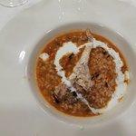 Bloody Mary, carpaccio con huevo trufado, spaghetti de espinacas con melocotón y salsa de ceps y
