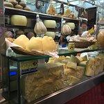 В этом месте покупали сыр