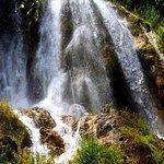 Girlevik Waterfall照片