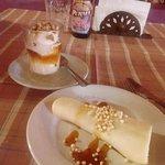 Postre de helado + cayote + nueces + miel de caña. Roll de queso con los mismos ingredientes.