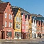 bergen-bryggen-wharf-buildings_large.jpg