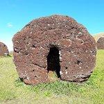"""foto de um """"cabelo"""" do moai fabricado e inventariado no local"""