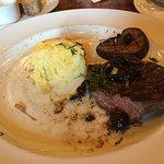 Mustards Grill의 사진