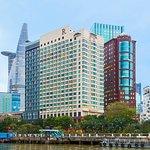西贡河岸万丽酒店