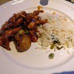 Tik Pan Kippenfilet met Sar Char saus en gebakken rijst