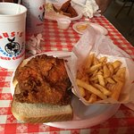 صورة فوتوغرافية لـ ‪Gus's World Famous Fried Chicken‬