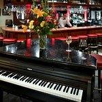 Piano Bar, live music nightly
