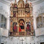 Lo splendido polittico del XV secolo, raffigurante Madonna e Santi