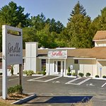 Sorelle bar and grill at 3 minutes drive to the north of Abington Dental Associates