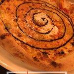 La pizza 4 fromages avec un filet de vinaigre balsamique