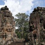 Impresionantes relieves esculpidos en la roca
