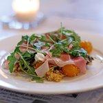 Quinoa Salat; Peaches, Goat Cheese, Rucola, Prosciutto
