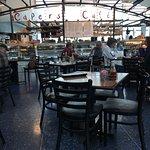 Capers Cafe et Le Barの写真