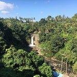 Foto van Tegenungan Waterfall
