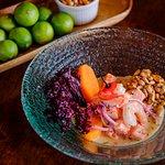 Deliciosos platos de ceviche, con maíz de la region y una excelente presentación