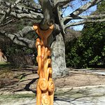 Carved branch support for large branch