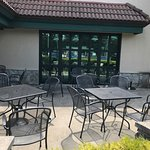 Grotto Pizza Longneck outdoor seating