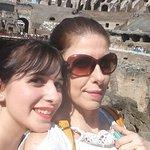 mae e filha admirando o passado!