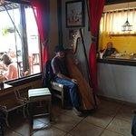 Senhor tocando harpa, maravilhoso.