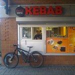 Kebabluckan till vänster om restaurangingången