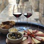 Foto de Tavulin Wine & Art Bar