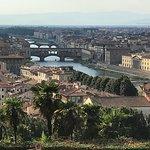 Photo de Esplanade Michel-Ange (Piazzale Michelangelo)