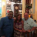 Con nuestro anfitrión, Don Carlos