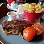 Steak, onions, mushroom, tomato, chips, pepper sauce & garlic butter