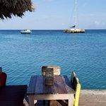 Foto van Bugaloe Beach Bar & Grill