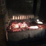 Viande cuite sur braise