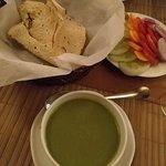 夕飯のスープと生野菜