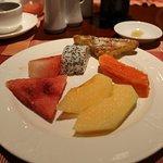 デザートのフルーツとフレンチトースト