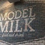 Model Milk의 사진