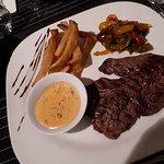 Onglet de bœuf et ses légumes avec sauce merguez