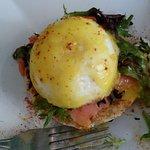 eggs benedict on smoked salmon