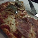 Pizza sem sabor, sem personalidade e massa de padaria!
