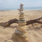 Restos del acantilado y el mar, equilibrio perfecto.