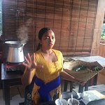 Instructor explaining the cooking methods of Bali