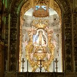 Virgen de los Remedios en el retablo mayor.