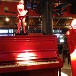 صورة فوتوغرافية لـ The Red Piano