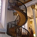 Staircase without visible support