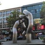 صورة فوتوغرافية لـ Berlin Sculpture (Broken Chain)