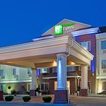 Holiday Inn Express Hotel & Suites Dickinson
